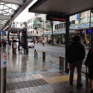 横須賀店は横須賀中央駅もバス停も近いです
